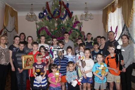 В Чебаркуле молодые прихожане посетили более сотни семей с детьми-инвалидами, 25 января 2016 года
