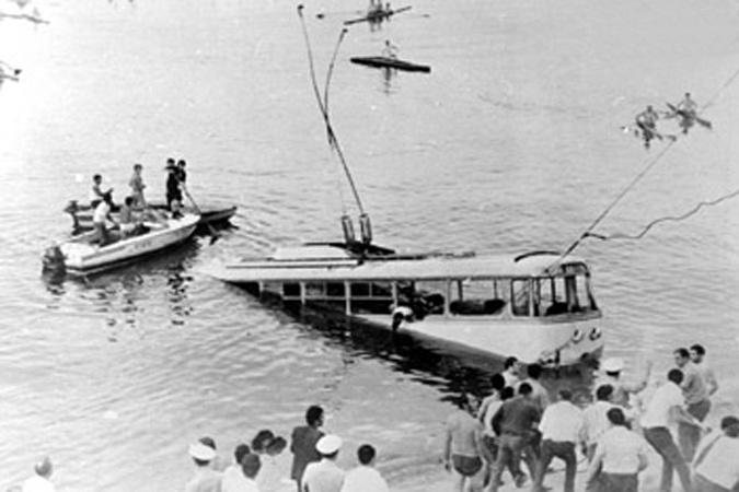 Шавраш Карапетян, тролейбус в озере