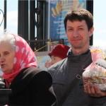 Мужчина с куличем, Фестиваль жен-мироносиц, город Челябинск, 15 мая 2016 года