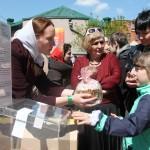 Раздача куличей, Фестиваль жен-мироносиц, город Челябинск, 15 мая 2016 года