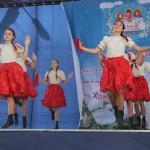 Танец девушек на сцене, Фестиваль жен-мироносиц, город Челябинск, 15 мая 2016 года