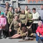 Фото на память молодежь в военной форме, Фестиваль жен-мироносиц, город Челябинск, 15 мая 2016 года
