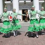 Танец на улице в костюмах ,Фестиваль жен-мироносиц, город Челябинск, 15 мая 2016 года