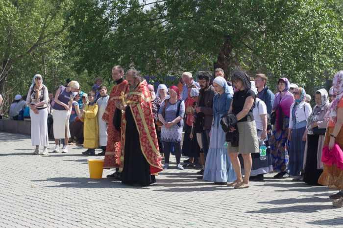 Городской крестный ход в честь святителя Николая Чудотворца (22 мая 2016)
