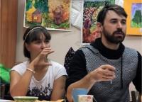 Антон Ковалев (справа)