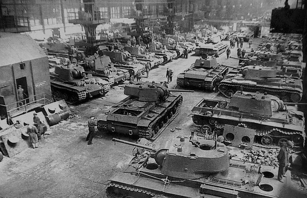 Кировский завод, 1942 год