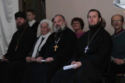 Протоиерей Алексий Егоров (на фото - в центре)