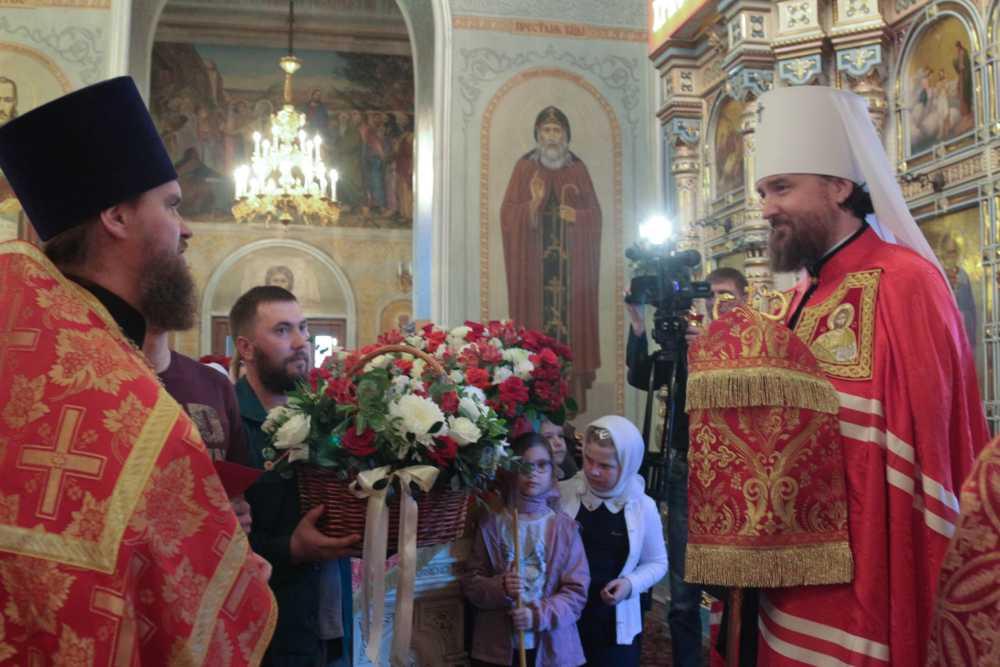 Поздравление Владыки Григория православной молодежью Челябинска
